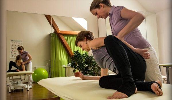 Bolest-zad-cviky-fyzioterapie-Bebalanced