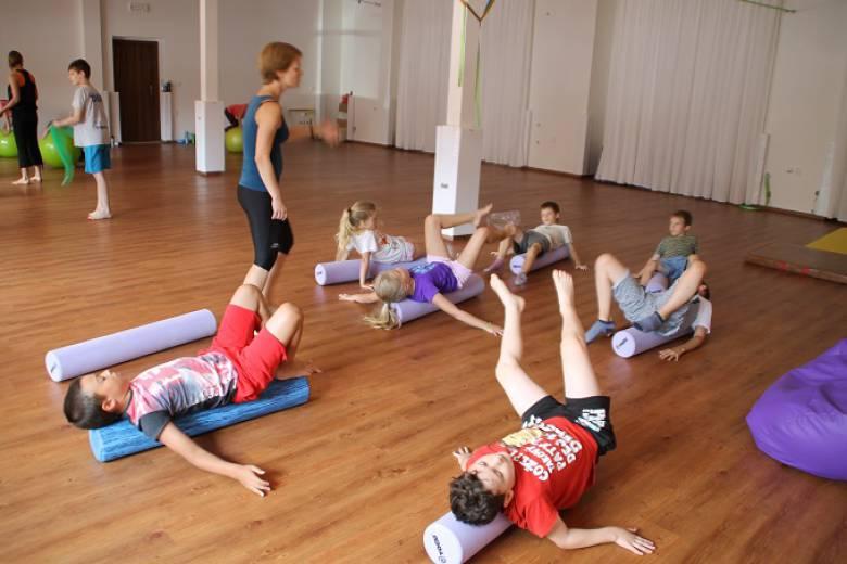 Zdravotní cvičení se 2 fyzioterapeuty pro děti 4 – 10 let
