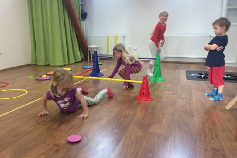 Zdravotní cvičení dětí 5-7 let s fyzioterapeutem v malé skupince