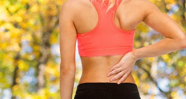 Bolest bederní páteře vystřelující do nohy. Bolest, brnění či necitlivost nohy od bederní páteře.