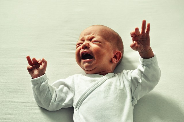Predilekce hlavičky u miminka aneb proč se kouká stále jen na jednu stranu?