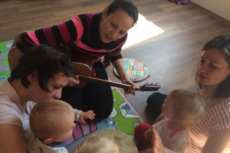 Zpívánky a houpánky pro rodiče a děti 2 – 12 měsíců