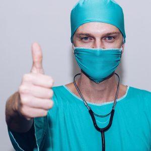 Příspěvek na zdravotně-léčebné služby pro zdravotníky
